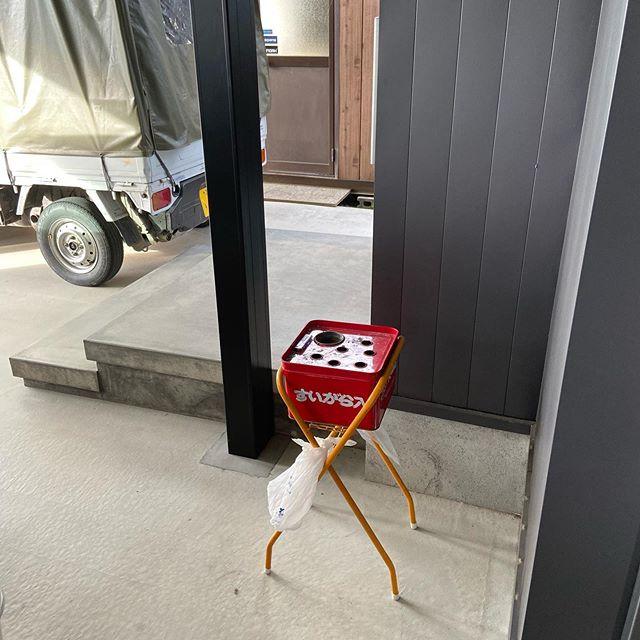 わが社は事務所はじめ社用車重機内は全て禁煙です。喫煙スペース。喫煙者4人#伐採#特殊伐採#林業#石川県#白山市#鶴来#なかの林業